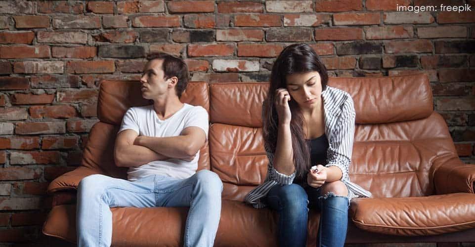 Ciúme excessivo é uma das características do TOC de relacionamento.